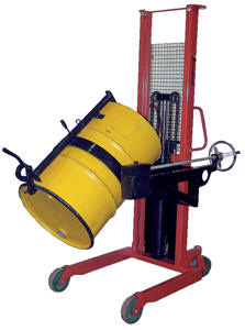 The drum lift holds the barrels in place using their top lip, and is only suitable for complete drums, although thanks to the fact that it is mounted on a forklift, the height that drums can be lifted to is only limited by the specification of the forklift.